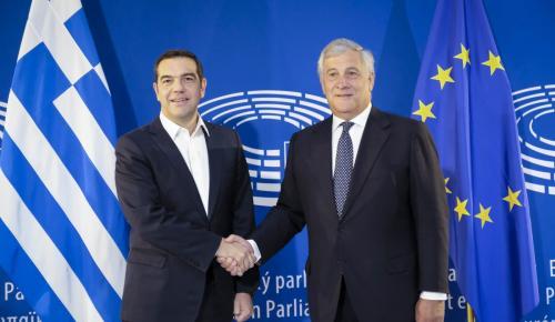 Handelsblatt: Ο ελληνικός προϋπολογισμός προκαλεί αισιοδοξία στον Τσίπρα | Pagenews.gr