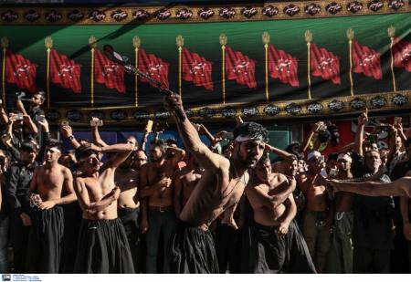Πειραιάς: Σιίτες μουσουλμάνοι αυτομαστιγώθηκαν για να γιορτάσουν την Ασούρα (pics) | Pagenews.gr
