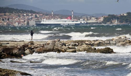 Συνεχίζονται τα προβλήματα στις ακτοπλοϊκές συγκοινωνίες λόγω της κακοκαιρίας | Pagenews.gr