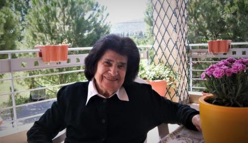Άννα Καραμπεσίνη: Πέθανε η μεγάλη ερμηνεύτρια του δημοτικού τραγουδιού | Pagenews.gr
