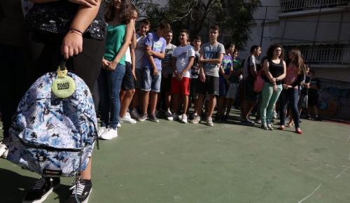 Θεσσαλονίκη: Ανεμιστήρας σε σχολείο αποκολλήθηκε και έπεσε στα κεφάλια μαθητών   Pagenews.gr