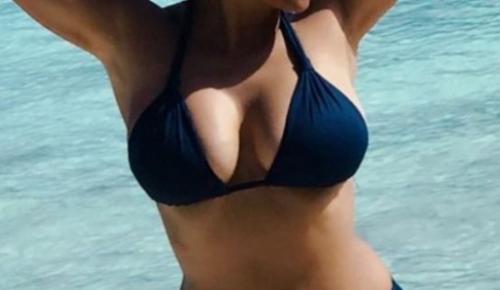 Τρελαίνει κόσμο η 51χρονη ηθοποιός με το πλούσιο μπούστο της (pics) | Pagenews.gr