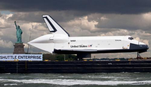 Φαινόμενο Εντερπράιζ: Όταν η NASA παρουσίαζε το πρώτο διαστημικό λεωφορείο | Pagenews.gr