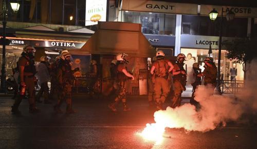 ΦΥΣΣΑΣ: Επεισόδια στην αντιφασιστική πορεία για τη μνήμη του | Pagenews.gr