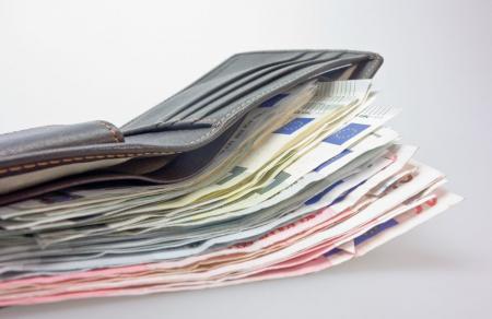 Επιδόματα ΟΑΕΔ: Τα νέα ποσά μετά την αύξηση του κατώτατου μισθού | Pagenews.gr