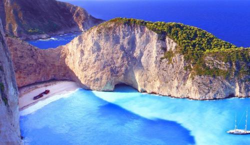 Ζάκυνθος: Άλλαξε χρώμα η θάλασσα στο «Ναυάγιο» λόγω σεισμού – Δείτε πλάνα (vid) | Pagenews.gr