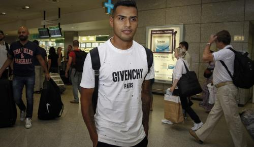 Ολυμπιακός: Στην Αθήνα ο Ναχουέλ (pics)   Pagenews.gr