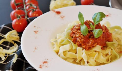 Η συνταγή της ημέρας: Χυλοπίτες με σάλτσα λαχανικών και παρμεζάνα | Pagenews.gr