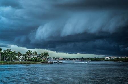 Τυφώνας Φλόρενς: Τέσσερις νεκροί στη Β. Καρολίνα – 600.000 σπίτια χωρίς ρεύμα | Pagenews.gr