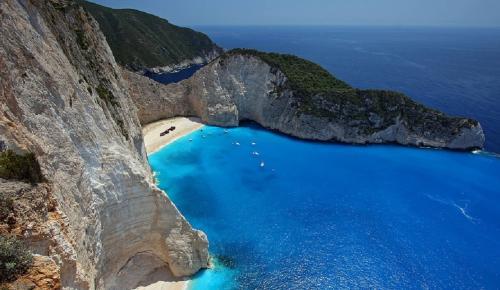ΠΑΡΑΛΙΑ ΝΑΥΑΓΙΟ: Επικίνδυνες άλλες 7 παραλίες μετά από την κατολίσθηση   Pagenews.gr