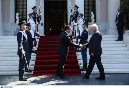 Τσίπρας- Σταϊνμάιερ: Σε φιλικό κλίμα η συνάντηση τους – Όσα ειπώθηκαν | Pagenews.gr