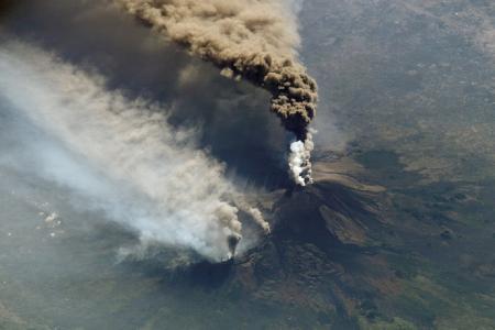 Συναγερμός για την Αίτνα: «Γλιστρά» στο Ιόνιο – Οι επιστήμονες φοβούνται για τσουνάμι | Pagenews.gr