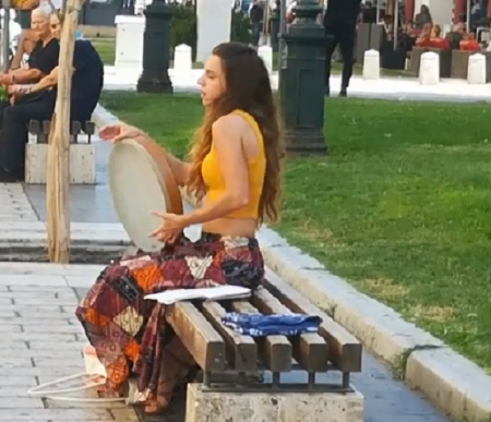 Επαιτεία: Συνελήφθη μουσικός του δρόμου στη Θεσσαλονίκη | Pagenews.gr