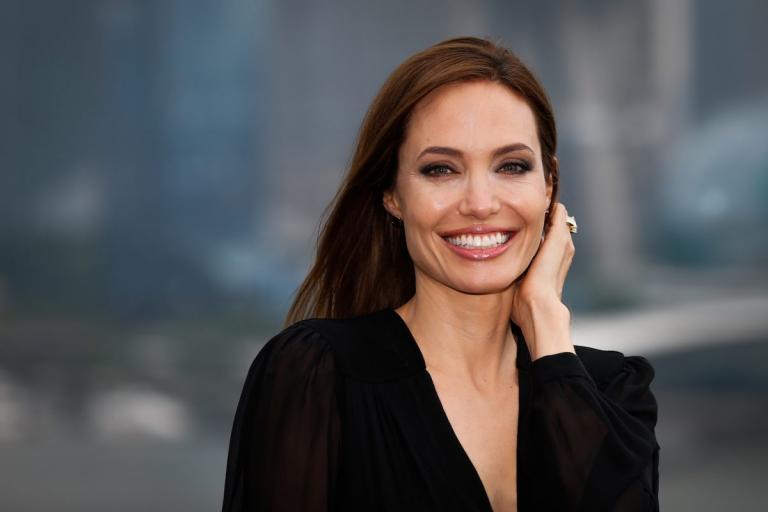 Η Αντζελίνα Τζολί έγινε ξανθιά (pics) | Pagenews.gr