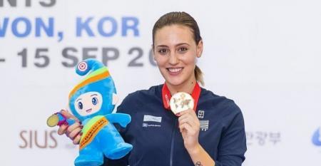 Αννα Κορακάκη: Είναι το κορίτσι που πάντα ονειρευόσουν | Pagenews.gr