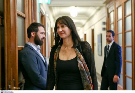 Έλενα Κουντουρά: Στηρίζω την κυβέρνηση | Pagenews.gr