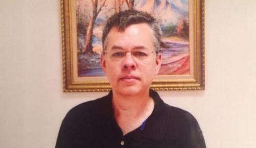 Πάστορας Μπράνσον: Ήρθη ο κατ' οίκον περιορισμός και η απαγόρευση εξόδου από τη χώρα | Pagenews.gr