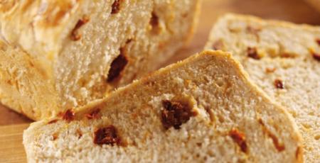 Η συνταγή της ημέρας: Ψωμί με λιαστές ντομάτες, θυμάρι και ανθότυρο | Pagenews.gr