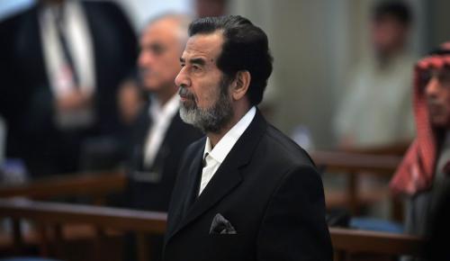 Σαντάμ Χουσεΐν: Η μέρα που ξεκίνησε η δίκη που τον οδήγησε σε απαγχονισμό – Ο βίος και η πολιτεία του | Pagenews.gr