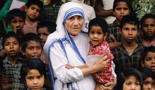 Μητέρα Τερέζα: Αγία της Αγάπης ή Αγία της Απάτης; | Pagenews.gr
