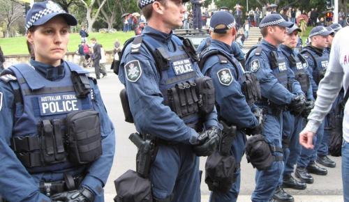 Αυστραλία: Συνελήφθησαν 3 άνδρες που φέρονται να σχεδίαζαν τρομοκρατική ενέργεια | Pagenews.gr