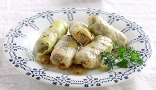 Η συνταγή της ημέρας: Λαχανοντολμάδες με σάλτσα ντομάτας | Pagenews.gr