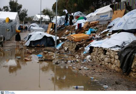 Μόρια μετανάστες: Σχέδιο αποσυμφόρησης της περιοχής μέχρι τα Χριστούγεννα | Pagenews.gr