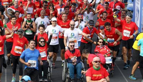 Εθελοντές μαραθωνοδρόμοι του Ομίλου ΟΤΕ διένυσαν τα 42χλμ μαζί με αθλητές με αμαξίδιο του MDA Ελλάς | Pagenews.gr