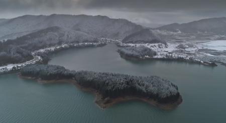 Πρώτα χιόνια: Στα λευκά τα βουνά της Ηπείρου – Εκπληκτικές εικόνες από τις Πηγές του Αωού (vid) | Pagenews.gr