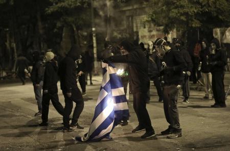 Πολυτεχνείο τώρα: Σε «πεδίο μάχης» μετατράπηκαν τα Εξάρχεια | Pagenews.gr