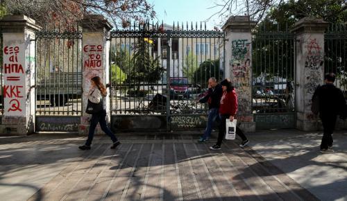 Τρεις προσαγωγές ακροδεξιών έξω από το Πολυτεχνείο   Pagenews.gr