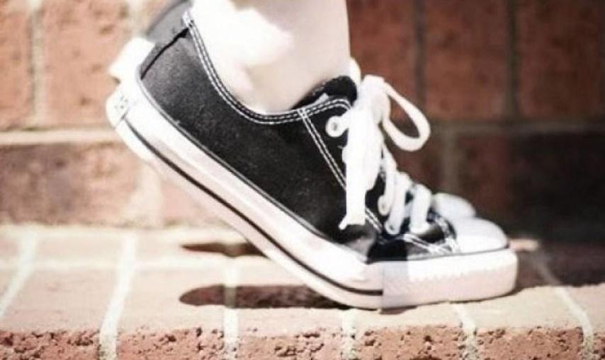 Δυσοσμία παπουτσιών  Πώς να κάνετε τα παπούτσια σας να μυρίζουν ... 39b3712d389