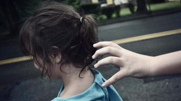 Απίστευτη ιστορία: Το κόλπο που της έμαθε η μαμά της, έσωσε το 10χρονο κορίτσι από την απαγωγή | Pagenews.gr