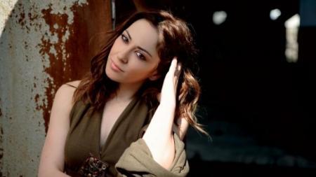 Αγνώριστη: Η Μελίνα Ασλανίδου έγινε ξανθιά με μπούκλες | Pagenews.gr