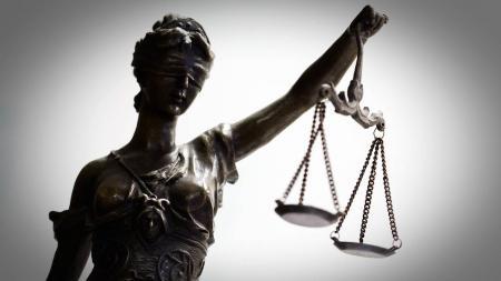 Η Δικαιοσύνη βλέπει από το ένα μάτι… | Pagenews.gr