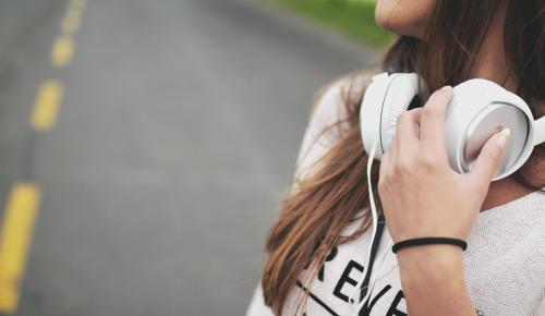 Ποιο ελληνικό τραγούδι βρίσκεται στην κορυφή των Αυστριακών charts τις τελευταίες δεκαετίες | Pagenews.gr