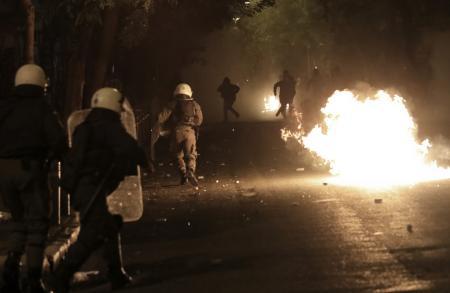 Επεισόδια τώρα:Ένταση και δακρυγόνα μετά την πορεία για την επέτειο του Πολυτεχνείου (pics&vids) | Pagenews.gr