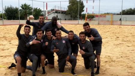 Ολυμπιακός: Έπαιξαν beach soccer οι ερυθρόλευκοι (pic)   Pagenews.gr