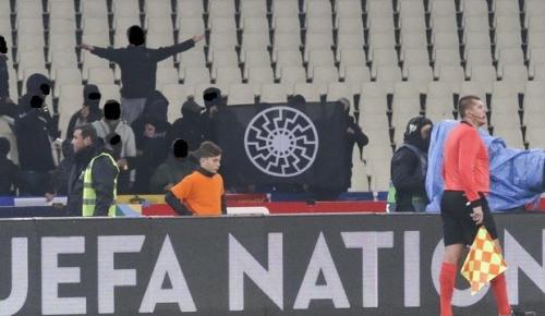 Ελλάδα – Εσθονία: Ναζιστικοί χαιρετισμοί από Έλληνες οπαδούς στο παιχνίδι της Εθνικής | Pagenews.gr