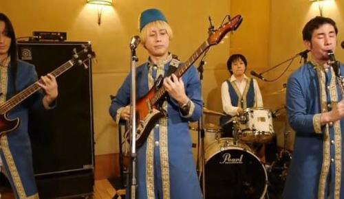 Ιάπωνες… Ουάρντα: Γιαπωνέζικο συγκρότημα τραγουδάει «βρε μελαχρινάκι» και γίνεται χαμός! (vids) | Pagenews.gr