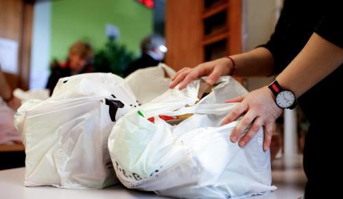 Περιφέρεια Αττικής διανομή προϊόντων: Συνεχίζεται σε δικαιούχους του προγράμματος ΤΕΒΑ στη βόρεια Αθήνα | Pagenews.gr