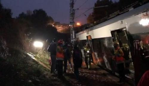 Εκτροχιασμός τρένου Βαρκελώνη: Ένας νεκρός, τουλάχιστον πέντε τραυματίες (pic&vid) | Pagenews.gr