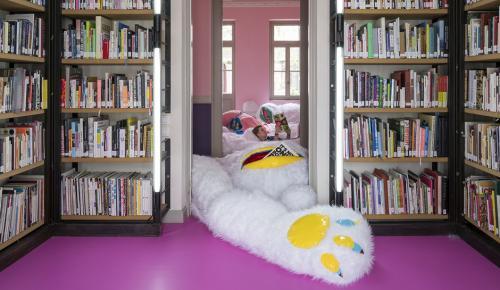 Μια «χνουδωτή» βιβλιοθήκη στο κέντρο της Αθήνας (pics) | Pagenews.gr