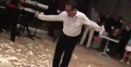 5 εκατομμύρια προβολές: Χόρευε ζεϊμπέκικο και του ήρθε πιάτο στο κεφάλι (vid) | Pagenews.gr