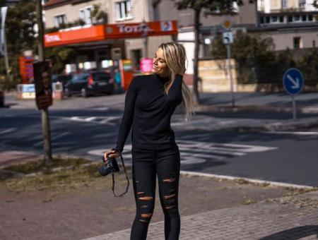 Αστυνομικός ή μοντέλο: Το δίλημμα της 34χρονης που αγαπά το Instagram (pics) | Pagenews.gr