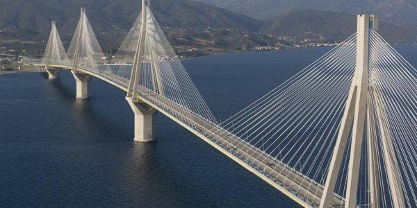 Γέφυρα Ρίου – Αντιρρίου: Καρότσα νταλίκας καρφώθηκε σε πινακίδα (pics)   Pagenews.gr