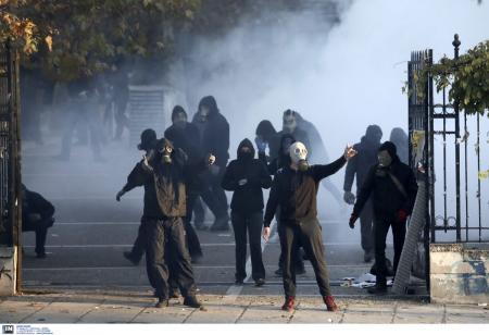Επέτειος Γρηγορόπουλου: Κουκουλοφόροι εισέβαλαν σε κτίριο του υπουργείου Πολιτισμού | Pagenews.gr