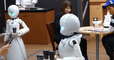 Ιαπωνία: Σερβιτόροι – ρομπότ ελέγχονται εξ αποστάσεως από παράλυτους ανθρώπους | Pagenews.gr