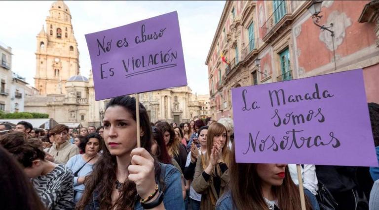 Ισπανία: Οργή από τη δικαστική απόφαση για το βιασμό 18χρονης από την «Αγέλη των Λύκων» | Pagenews.gr