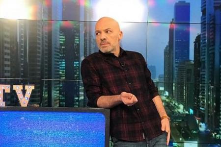 Νίκος Μουτσινάς: Οι εκπλήξεις από τους συνεργάτες του για τη γιορτή του (vid) | Pagenews.gr